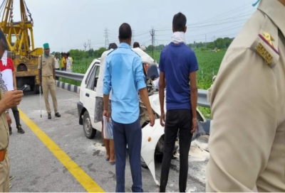 Tragic accident on Agra-Lucknow Expressway, car collided with standing truck