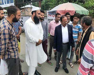 जम्मू कश्मीर: जहां कभी होते थे भारत विरोधी प्रदर्शन, उन इलाकों में भी लोगों से मिले NSA डोभाल