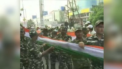 A 15 km long human chain formed to honor tricolor in Raipur