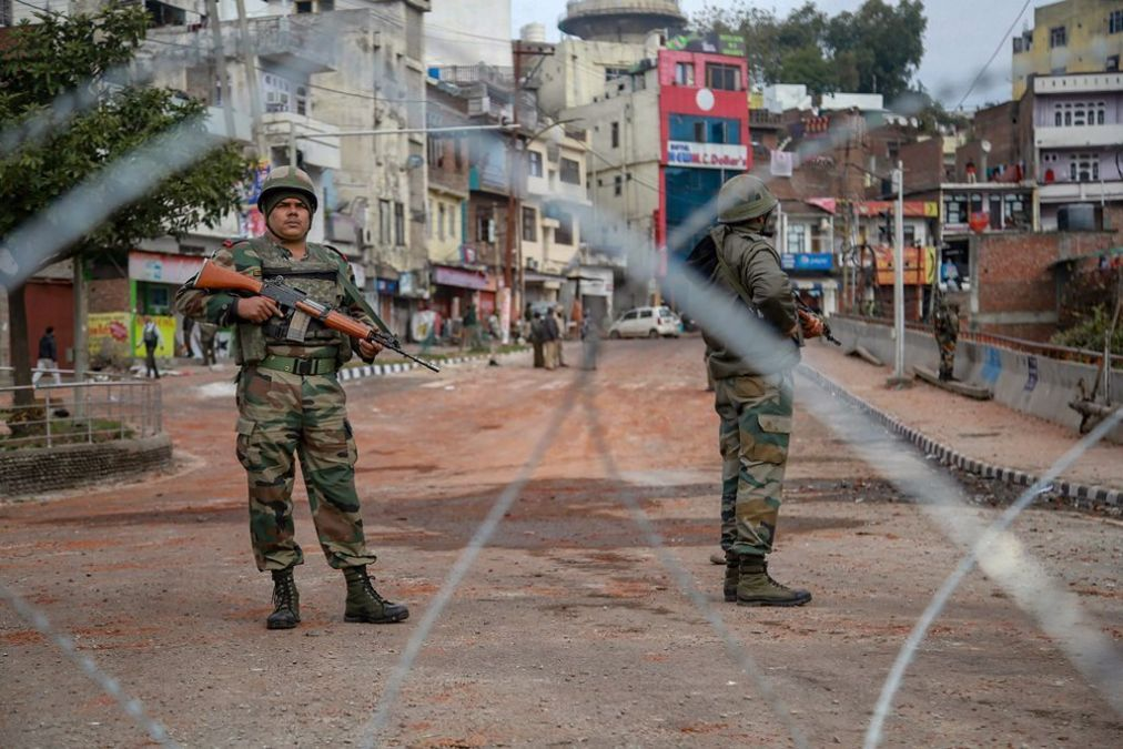 Central government defends Kashmir restrictions, know the matter
