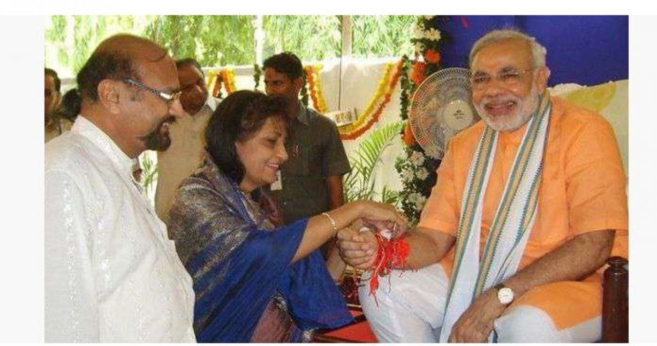 This time Pakistani sister brings a special gift to PM Modi, ties Rakhi every year!