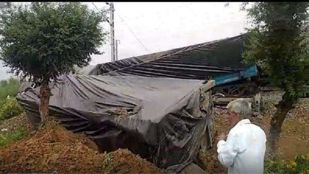 Massive train accident in Sikar, nine coaches derailed, rescue operation underway