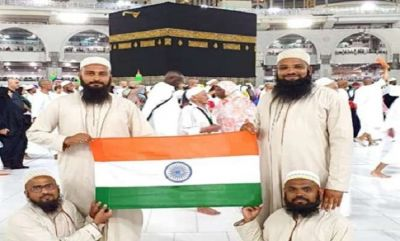 Indian nationals who went to perform Hajj hoisted tricolour in front of Kaaba Sharif