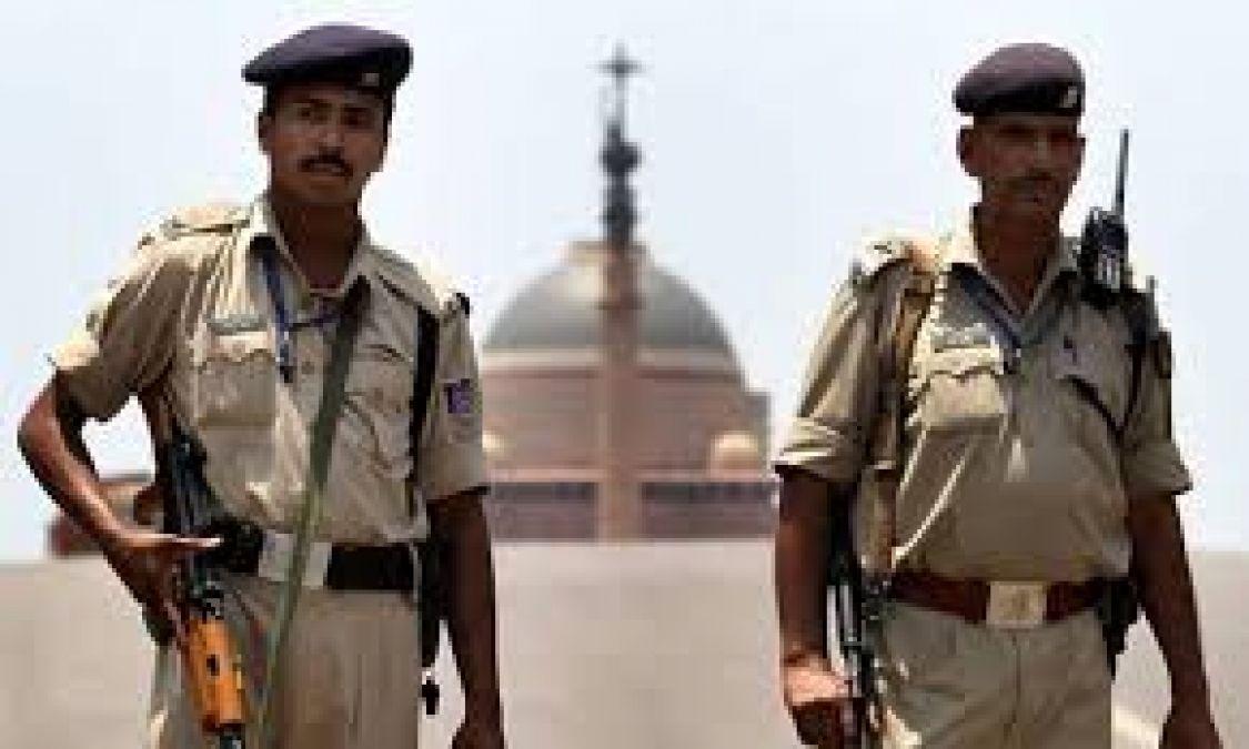 दिल्ली में फिदायीन हमले की आशंका, अलर्ट मोड पर राजधानी