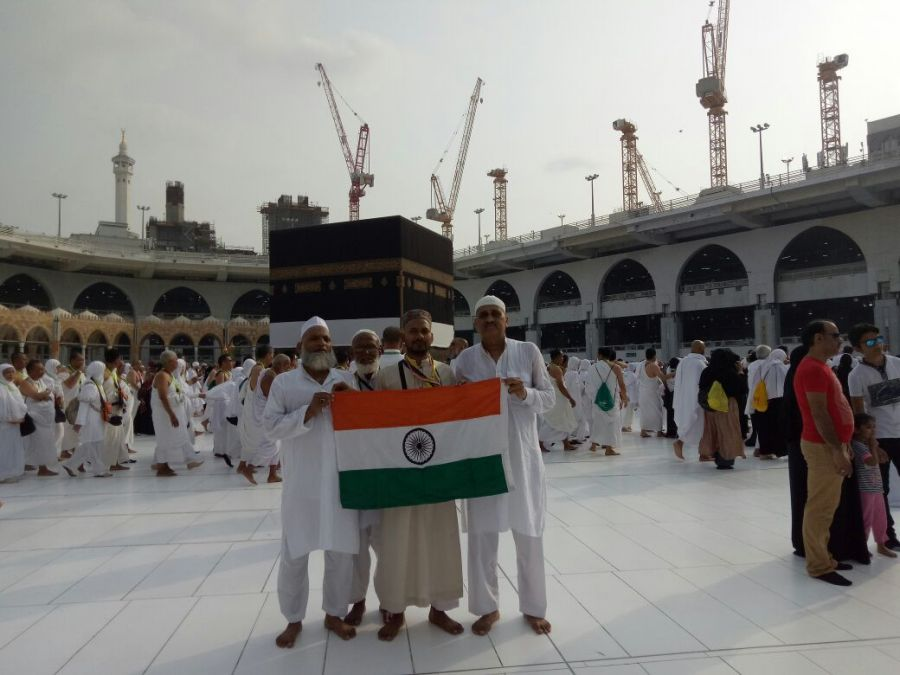 On Independence Day, the people of Surat waved tricolour in Mecca