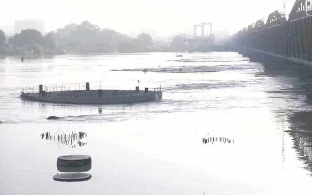 बाढ़ की चपेट से दूर नहीं है दिल्ली, खतरे के निशान से ऊपर आया यमुना का पानी