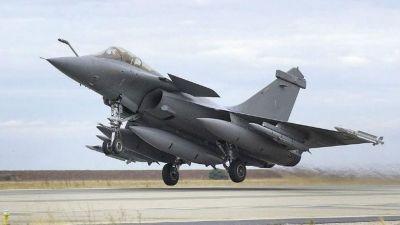 पाक से तनातनी के बीच बढ़ेगी भारत की सैन्य शक्ति, इंडियन एयरफोर्स को इस दिन मिलेगा पहला राफेल