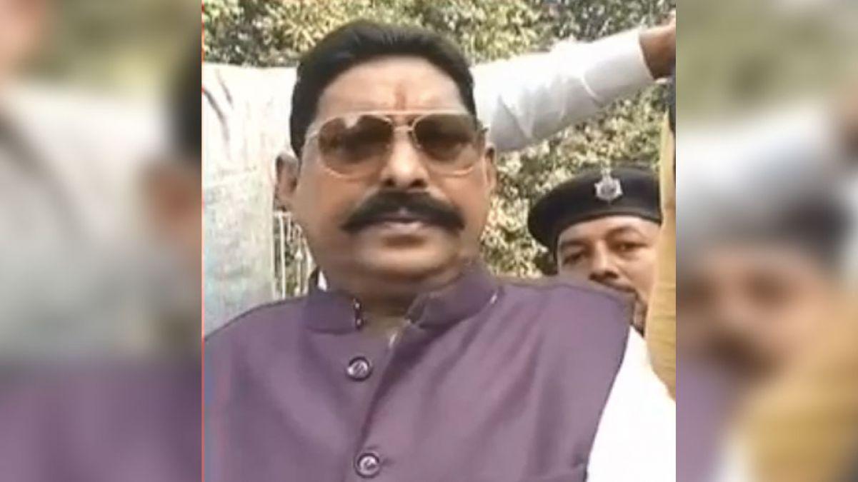 फरार MLA अनंत सिंह ने दिल्ली अदालत में किया सरेंडर, कहा- पुलिस पर विश्वास नहीं
