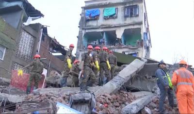 भरभराकर गिर गई 4 मंजिला ईमारत, 2 की मौत 5 घायल