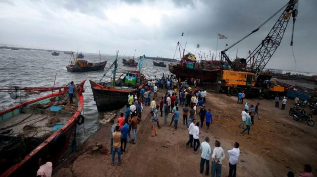 Two Pakistani boats recovered by BSF in Gujarat, alert issued