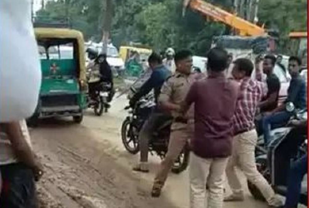 Man beats on-duty traffic cop with