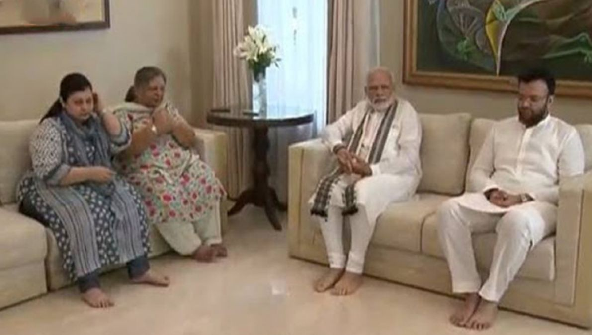 PM Modi meets family of late leader Arun Jaitley, expresses
