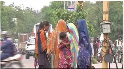 Graduate and Post Graduate begging at signals in Jaipur
