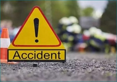 2 youths killed in freighter auto and truck collision