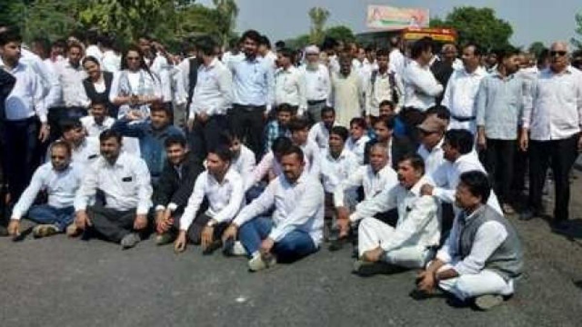Lawyers will be on strike in 22 districts of western UP today