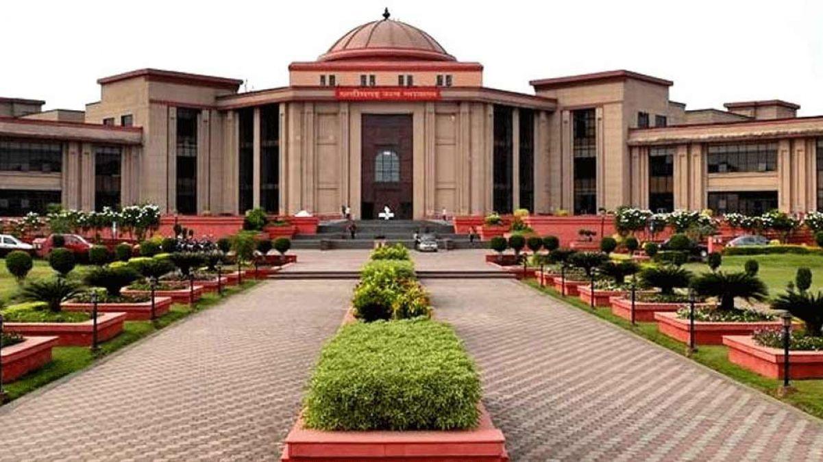 बिलासपुर हाई कोर्ट से बघेल सरकार को बड़ा झटका, प्रमोशन में आरक्षण पर लगाई रोक
