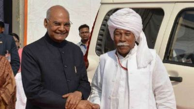 After 13 years, President Kovind meet his friend and hug him at Utkal University
