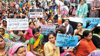 Swati Maliwal strike continuous for 10 days, women throw bangles at police