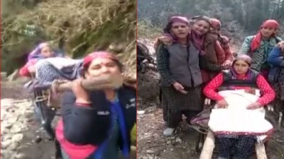 Women walks 30 km carries pregnant lady to hospital due to bad road condition