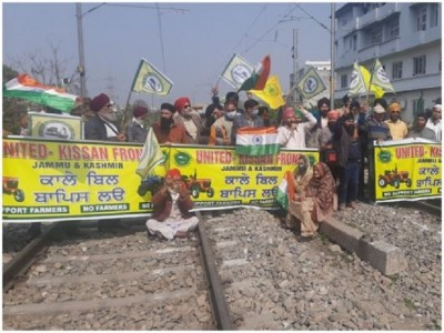 Rail Roko Campaign: Effect of movement in Jammu and Kashmir, farmers sitting on tracks