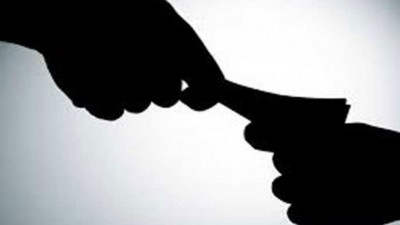 Head constable caught taking bribe of 50 rupees for eating peanuts, suspended