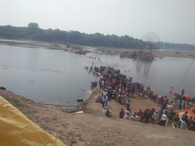 Dhar: Temporary bridge to reach ancient Shiva temple broken, devotees are unable to visit