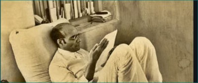 Veer Savarkar writes poems with nail and coal on walls of jail