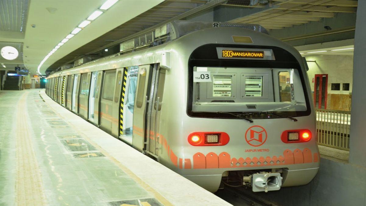 जयपुर: पतंगबाज़ी के कारण दो बार प्रभावित हुआ मेट्रो ट्रेन का संचालन, इलेक्ट्रिक पोल में फंस गया था मांझा