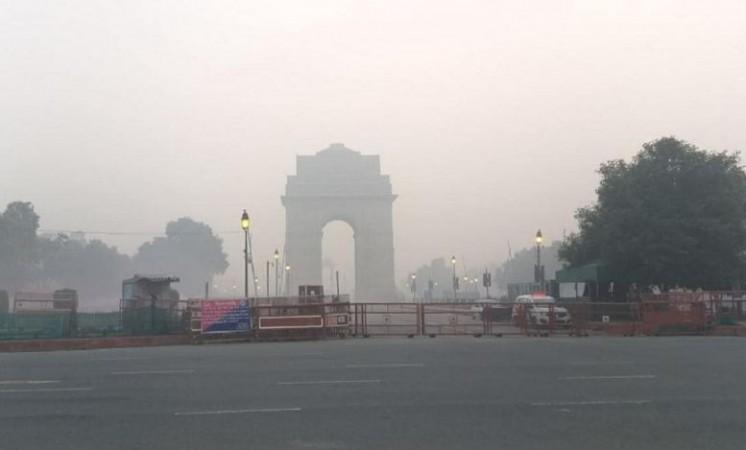 दिल्लीवासियों को कोहरे से मिली राहत, तापमान 4 डिग्री तक जाने का अनुमान