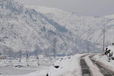 Kashmir is under the grip of cold wave, drinking water freezes