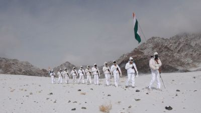 VIDEO: ITBP soldiers' enthusiasm not reduced even in minus 20 degrees, waved tricolor on snowy hills