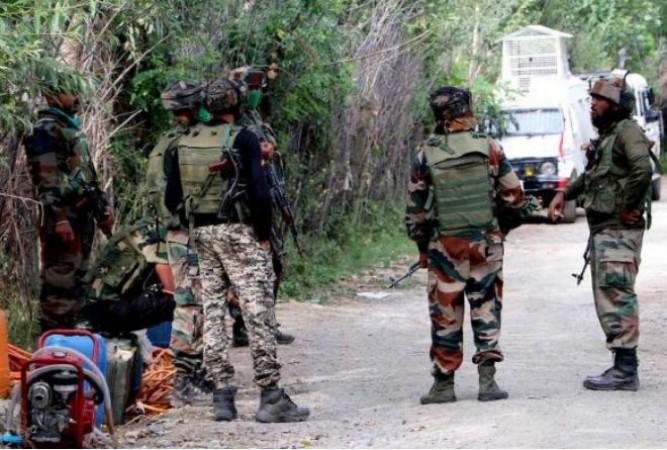अनंतनाग में आतंकियों ने इंडियन आर्मी पर फेंका ग्रेनेड, 4 जवान घायल