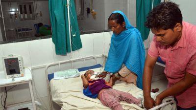 चमकी बुखार से बचे बच्चों पर मंडरा रहा दिव्यांग होने का खतरा, डॉक्टरों ने जताई आशंका
