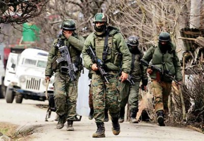 J&K: Encounter in Rajpora, one Jawaan martyred, 4 terrorists surrounded, firing continues
