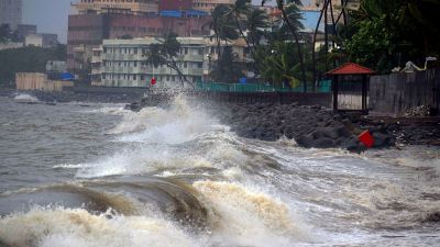 Heavy rains feared again in Mumbai, Met Office warns of high tide!