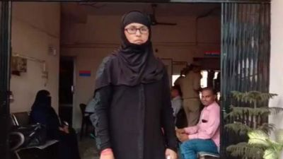मुस्लिम महिला ने ली भाजपा की सदस्यता, तो मकान मालिक ने किया घर से बाहर