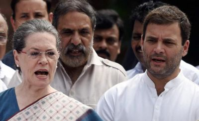 Congress, Sonia-Rahul stand in Parliament complex over political crisis in Karnataka
