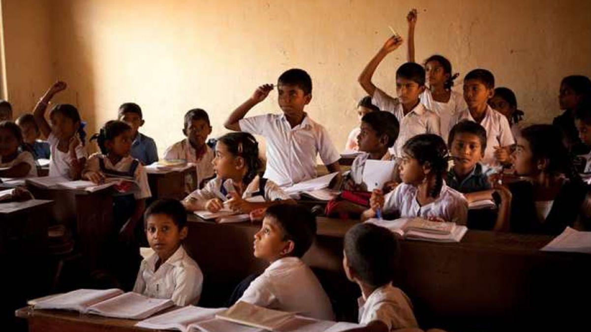मात्र एक-एक शिक्षत के भरोसे 82 विद्यालय, अन्धकार में बच्चों का भविष्य