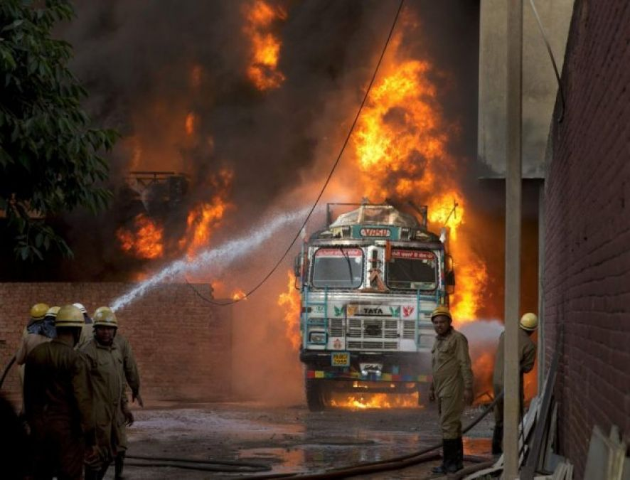 Fire breaks out at Delhis rubber factory, 3 killed, several