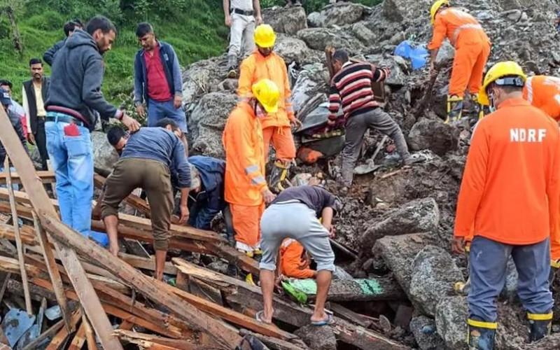 Himachal Pradesh: 6 deaths due to flood including Punjabi singer Manmeet Singh | NewsTrack English 1