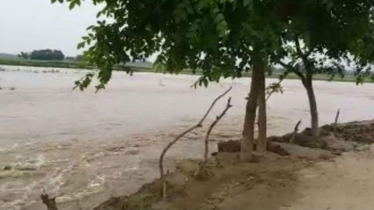 Bihar: Mahananda flows above the danger mark, the medical team on