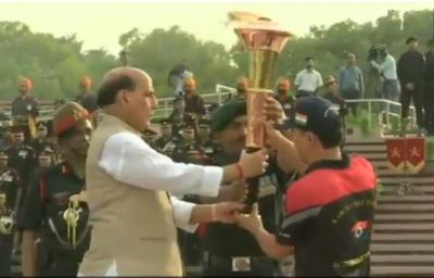Kargil Day: Defence Minister Lit 'Vijay Jyoti', Will Reach Dras Through 9 Big Cities, Watch Video