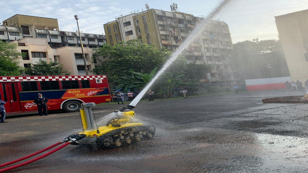 Mumbai Fire Brigade Will Soon get Robots, able to Extinguish Fire entering house