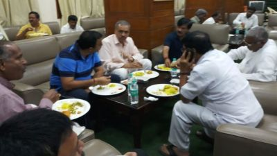 Beauty of democracy: Congress cooked food for the BJP MlAs who sat on Dharna