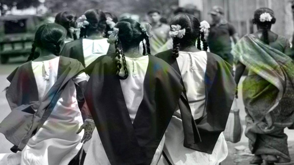 महाराष्ट्र की 100 लड़कियों ने एक साथ छोड़ा स्कूल, कहा- यहाँ नहीं पढ़ सकते