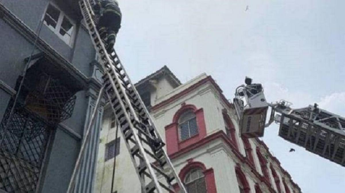 Mumbai: Fire Breaks Out at 4-storey Building Near Taj Mahal Palace Hotel