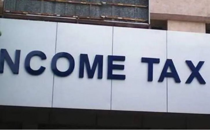 दैनिक भास्कर के कई दफ्तरों पर आयकर विभाग का छापा, टैक्स चोरी का आरोप