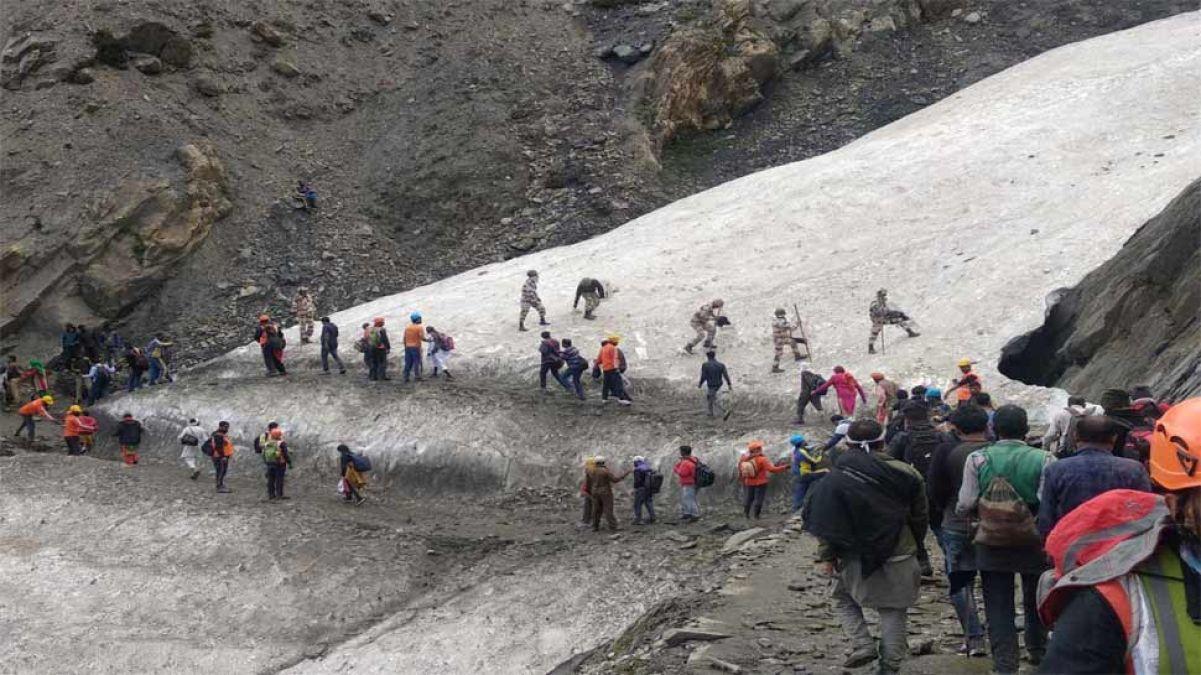 जम्मू कश्मीर में नज़र आई संदिग्ध वस्तु, सुरक्षा के मद्देनज़र रोकी गई अमरनाथ यात्रा