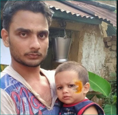 Mother throws baby out of moving train, father jumped to save life