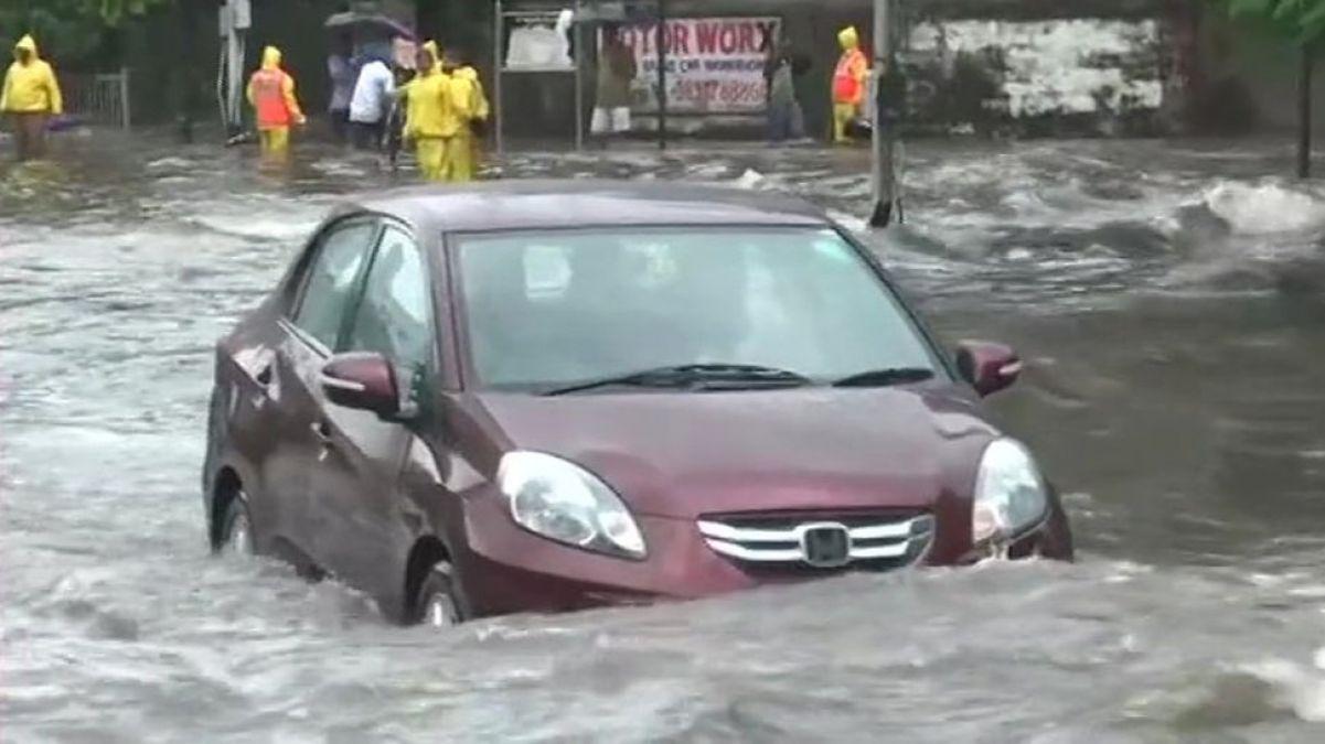 मायानगरी मुंबई से नहीं हट रहे संकट के बादल, रातभर हुईं मूसलाधार बारिश